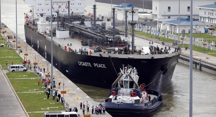 Skibet Lycaste Peace var det første til at bevæge sig igennem Panamakanalen efter udvidelsen åbnede d. 26 juni 2016.