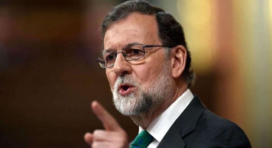 Spaniens premierminister, Mariano Rajoy, er i overhængende fare for at blive væltet.