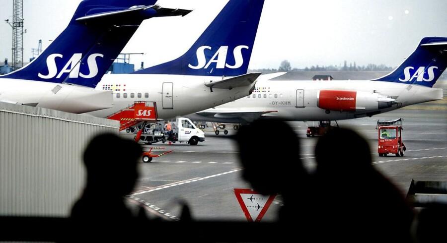 SAS indgik tirsdag aften en ny overenskomst med sine danske piloter. Aftalen betyder blandt andet, at piloterne skal arbejde mere om sommeren - i selskabets højsæson - og til gengæld kan holde flere fridage i vintersæsonen.