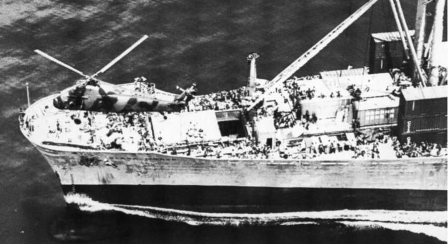 Sådan set det ud fra oven, da »Clara Maersk« i 1970erne opsamlede vietnamesiske bådflygtninge.