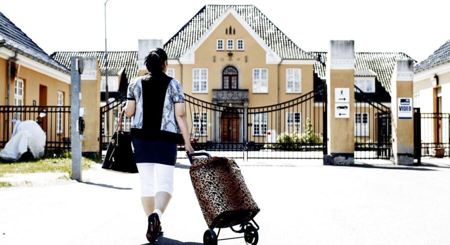 Danmark er det land i EU, der modtager fjerdeflest asylansøgere. Her er det Center Sandholm, der er landets største asylcenter.