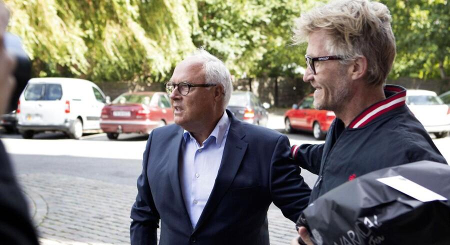 Sagen mod blandt andre Flemming Østergaard (midten) og Jørgen Glistrup om manipulation med Parken-aktier ligger nu stille i godt tre måneder, inden den går ind i sin afgørende fase. ARKIVFOTO