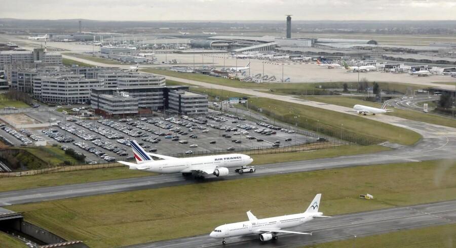 Dele af Charles de Gaulle-lufthavnen nær Paris er lukket på grund af gidselsituationen.