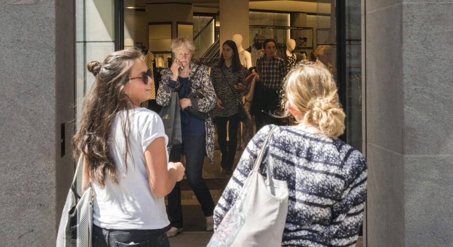 Hos Zara på Strøget i København foregår kontakten mellem kunder og personale på engelsk, da der stort set ikke er nogen dansktalende blandt ekspedienterne. Foto: Simon Skipper