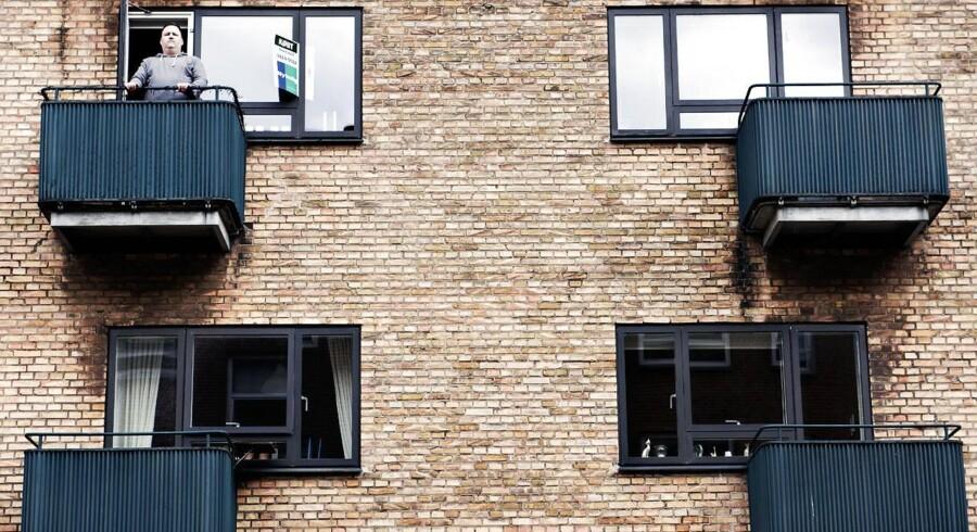 Hver femte lejlighed i København bliver nu solgt over udbudsprisen, viser nye tal. Thomas Schødt har netop solgt sin lejlighed i København NV for 1, 7 mio. kr., hvilket er 150.000 kr. over udbudsprisen.