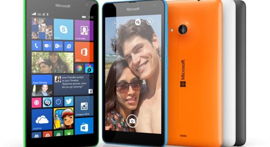 Den nye Lumia 535-telefon ligner umiddelbart de fleste andre Lumia-telefoner men er den første uden Nokia-navnet på. Foto: Microsoft