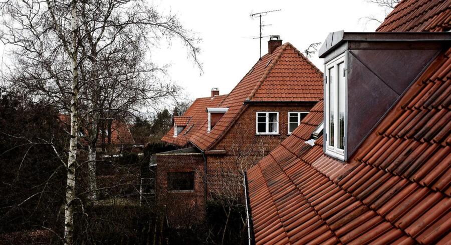 Under finanskrisen styrtdykkede boligmarkedet i flere sjællandske byer. I 2006 kunne ejendomsmæglerne i den vestsjællandske by Høng sætte solgt-mærkatet på 165 villaer og rækkehuse. Tre år efter var det kun 28 adresser i den vestsjællandske by, der skiftede hænder. Arkivfoto.