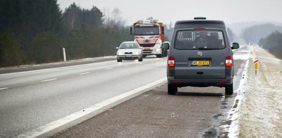 Dette syn bliver mere og almindeligt på de danske veje. Politiet øger antallet af fotovogne fra 25 til 100. (Arkivfoto)