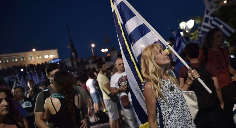 Et nej i søndagens folkeafstemning kan have flyttet Grækenland betydeligt tættere på et exit af eurozonen. Finansministers fratrædelse kan dog have åbnet et lille vindue for en aftale.