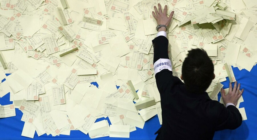 Optællingen af stemmesedler er i gang ved valget i Japan.