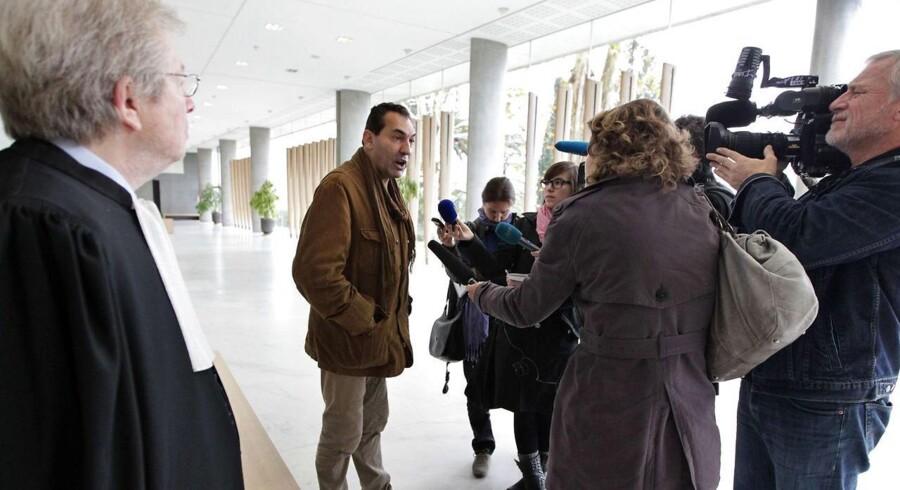 Georges El Assidi, som var personlig sekretær for den franske visesanger Charles Trenet, der døde i 2011, er enearving. Han vandt en sag mod Johan Schlüter sidste år, som gav danskeren 18 måneders fængsel i Frankrig. I øjeblikket er en appelsag i gang i sagen.