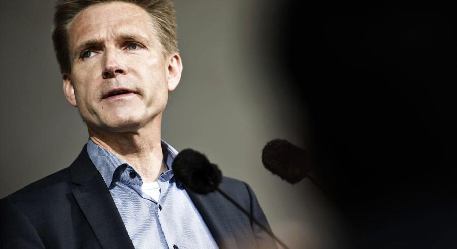 Partiformand for Dansk Folkeparti Kristian Thulesen Dahl holder tale på Folkemødet.