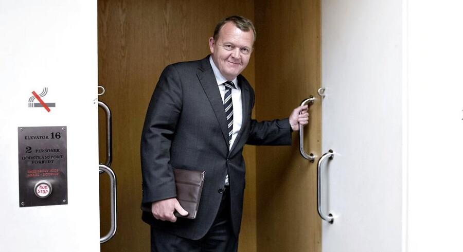 Lars Løkke Rasmussen har de seneste uger været i strid modvind. Nu forsvarer Venstres Ungdomsformand Løkke.