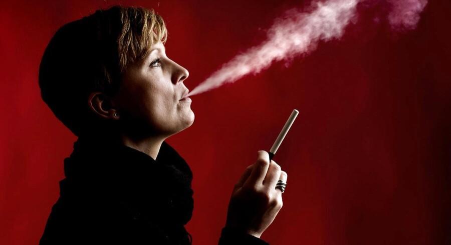 De elektroniske cigaretter består grundlæggende af et batteri, en fordampningsmekaniske og et smags- eller nikotindepot. Resultatet er lugtfri røg.
