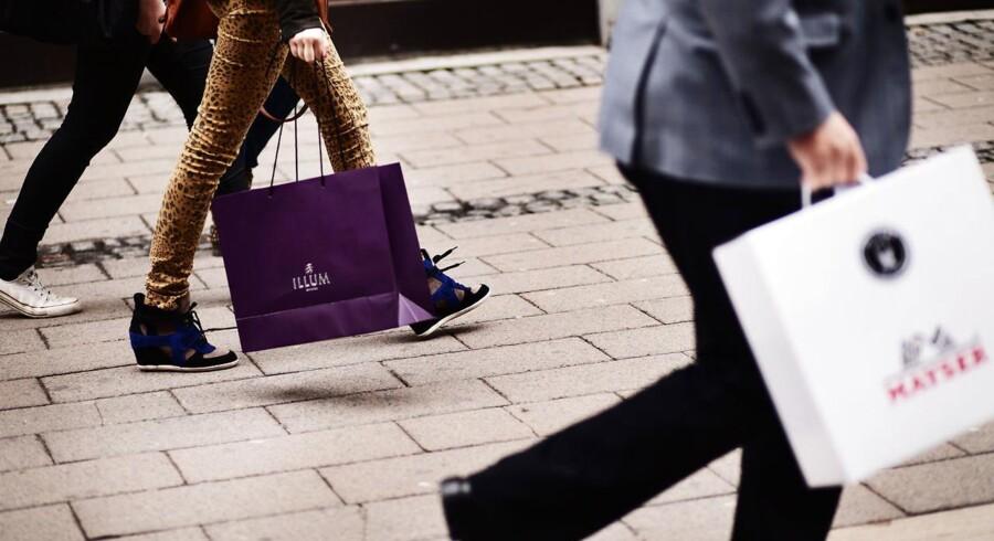 Butikssalget i Danmark faldt i februar med 0,7 pct. set mod januar, viser tal fra Danmarks Statistik. Faldet kom efter en fremgang på 0,3 pct. i januar, og der var tilbagegang i alle varegrupper, især beklædning. Arkivfoto.