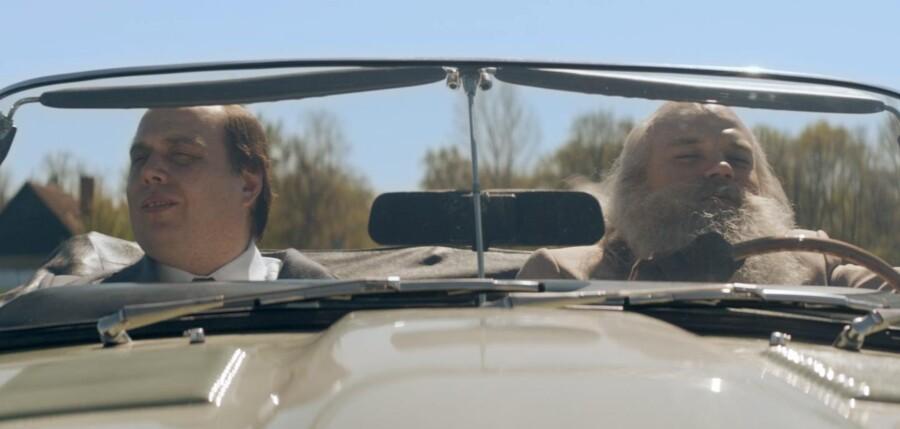 Nicolas Bro spiller Mogens Glistrup og Pilou Asbæk spiller Simon Spies i en kun delvis vellykket film om de to originaler.