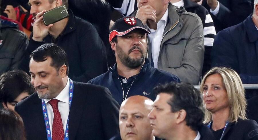 Det vakte opsigt, da Matteo Salvini forleden overværede en pokalfinalen mellem Juventus and Milan på det OLympiske Stadion i Rom iført en vindjakke af et mærke, der er populært blandt medlemmerne af det højreekstreme parti Casa Pound.