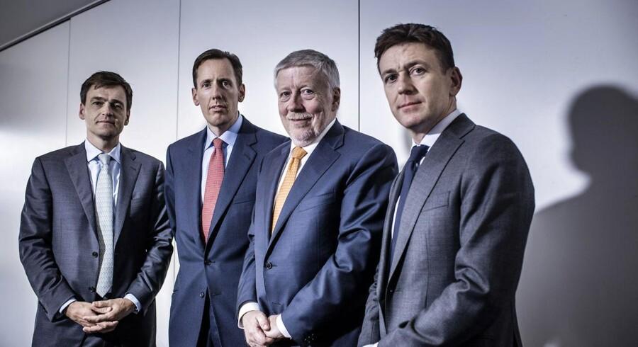 Nets er blevet solgt for 17 mia. kr. Mændene bag salget er disse fire (fra venstre mod højre): Direktør Carsten Stendevad, ATP, James Brocklebank fra Advent, Nets' bestyrelsesformand Peter Lybecker og Robin Marshall fra Bain Capital.