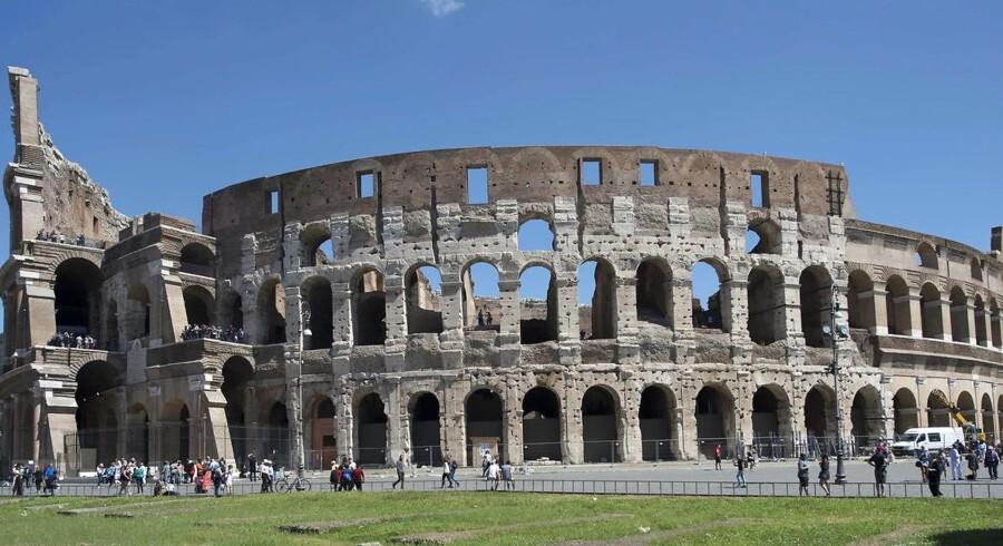 Rom beder om bidrag og hjælp til udgravninger, restaurering af dele af Colosseum samt reparation af springvand og akvædukter.