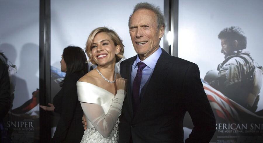 Clint Eastwood sammen med Sienna Miller til premieren på »American Sniper« i New York i december.