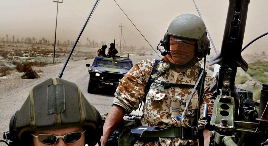 En undersøgelsen af den danske krigsindsats i Irak er strandet på grund af personspørgsmål. Her er danske soldater fra Camp Eden på patrulje i landet.