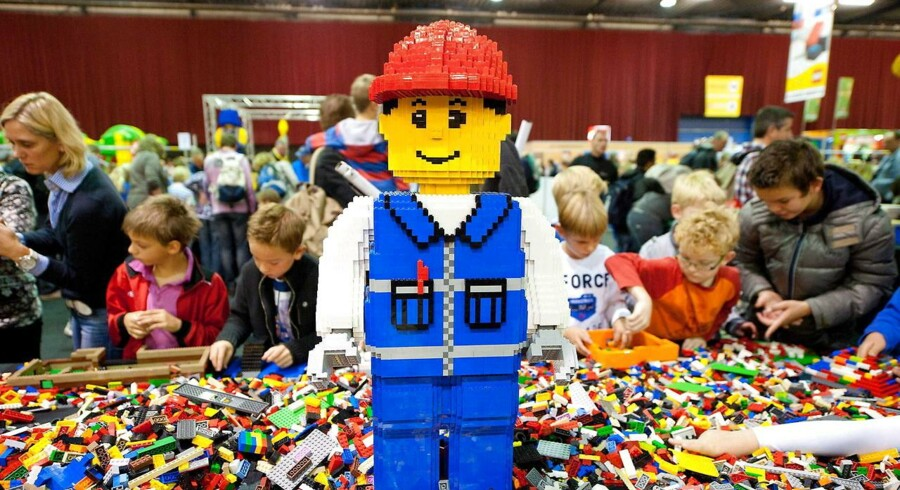 Hvert år vurderer rådgivningsvirksomheden Brand Finance tusindvis af brands verden over for at finde ud af, hvilke der er de mest værdifulde i de enkelte lande. Her er den danske top-ti.Øverst på listen finder vi legetøjsgiganten Lego med et brand, der er værdisat til hele 31 mia. kr. Legos brandværdi er steget med 16 procent siden sidste år, og koncernen er derfor rykket en enkelt plads op ad listen siden 2015.