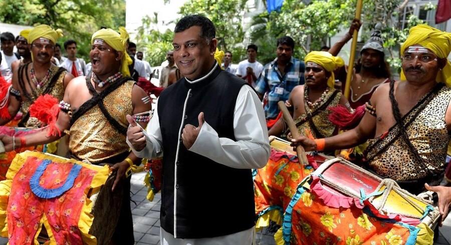 Air Asia-chef Tony Fernandes fotograferet i Bangalore i begyndelsen af juli ved den officielle åbning af af otte nye indiske ruter.