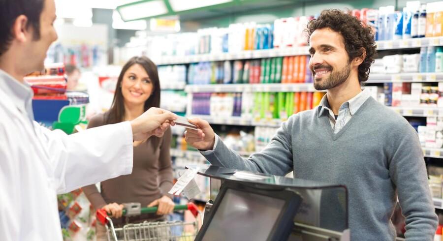 Til efteråret skal Folketinget revidere lov om betalingsmidler. De Samvirkende Købmænd anbefaler, at butikkerne skal have lov til at nægte kontant betaling i aften- og nattetimerne. Foto: Iris