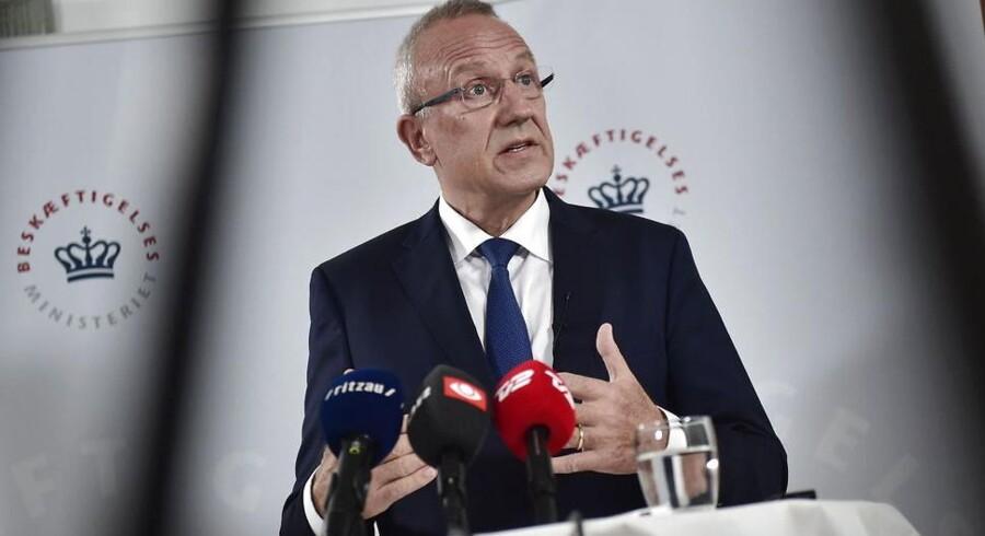 Beskæftigelsesminister Jørgen Neergaard Larsen (V) præsenterer et kontanthjælpsudspil.