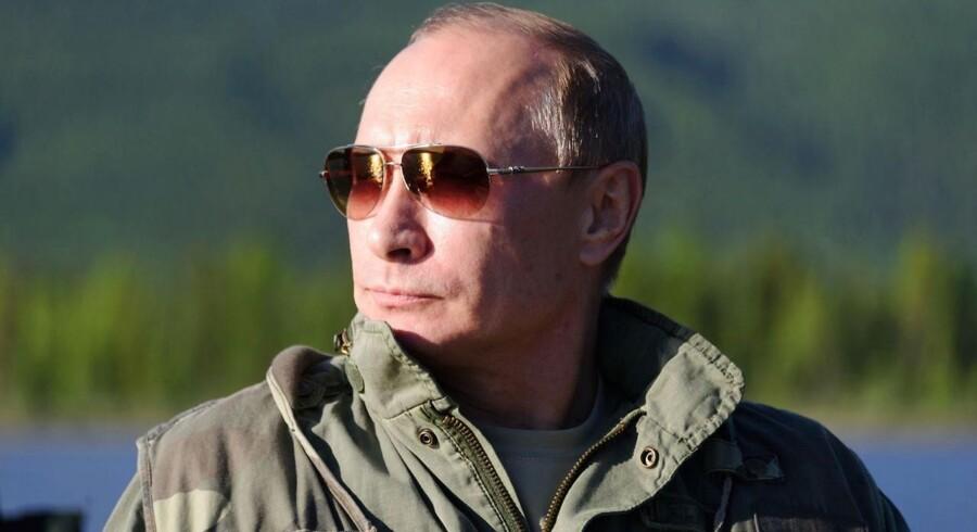 Ruslands præsident, Vladimir Putin, har hidtil siddet sikkert i sadlen. Men ifølge chefen for Tysklands efterretningsvæsen, Gerhard Schindler, er der tegn på en begyndende magtkamp mellem nogle af landets stenrige oligarker og de politiske hardlinere med indflydelse i Kreml.