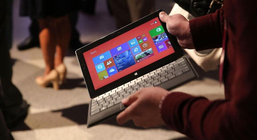 Den nye Surface-tavlecomputer fra Microsoft ligner den gamle. Det er indmaden, der er opgraderet. Foto: Spencer Platt, AFP/Scanpix
