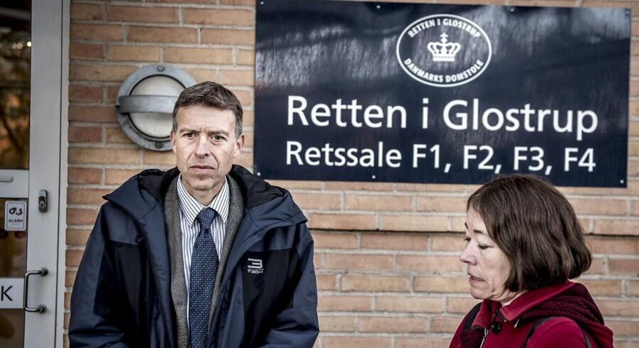 SØIKs (Særlig Økonomisk og International Kriminalitet) anklager Jørn Thostrup og advokat Sysette Vinding Kruse foran retten i Glostrup.