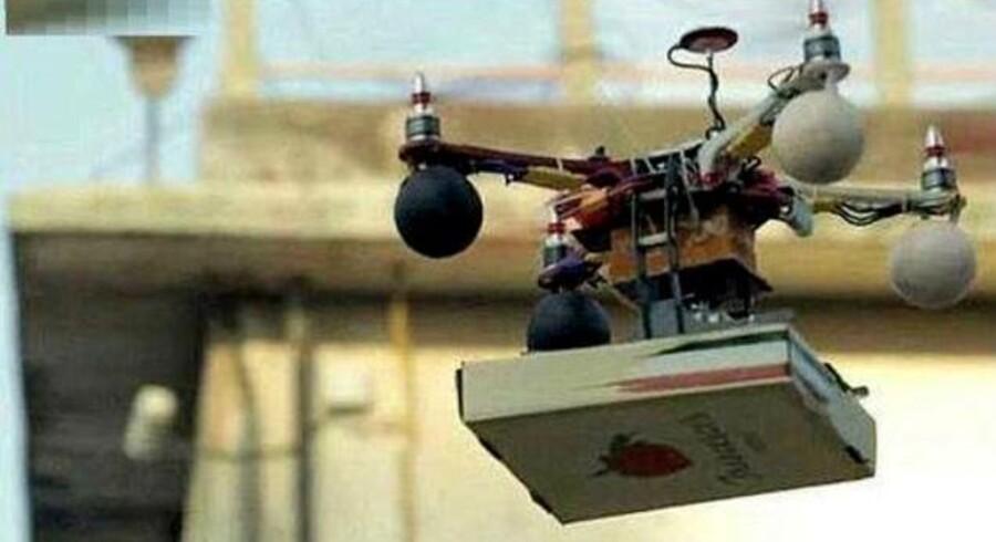 Her kommer pizzaen fra Francesco i Mumbai i Indien med luftbåren drone. Der var kun tale om et forsøg, men pizzeriets ejer er ikke i tvivl om, at det er måden at undgå storbyens trafikkaos på.