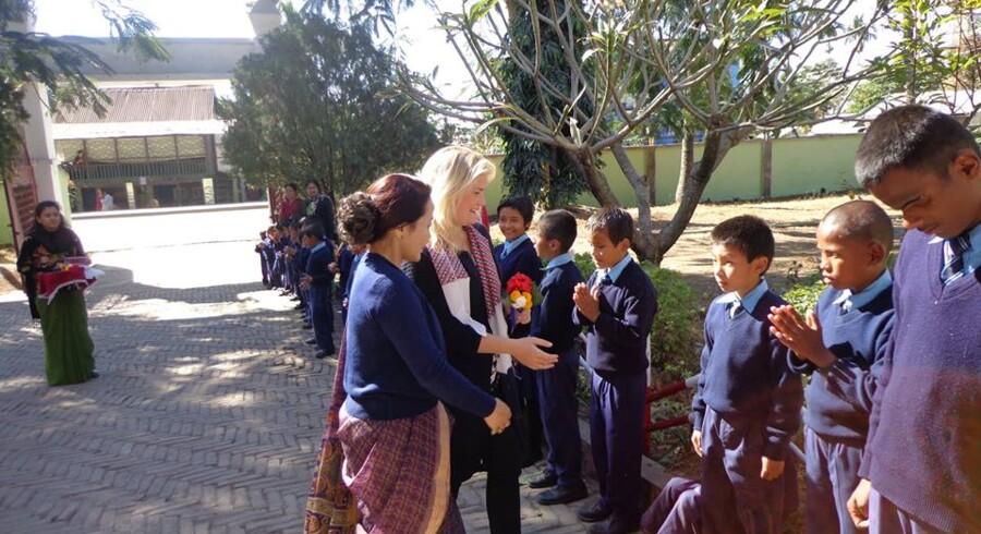 Et billede af Pernilles besøg på et af vores projekter i Dharan, Nepal – Blindeskole, Dharan – hvor fonden hjælper blinde børn med logi, specielt undervisningsmateriale og skoleudstyr.
