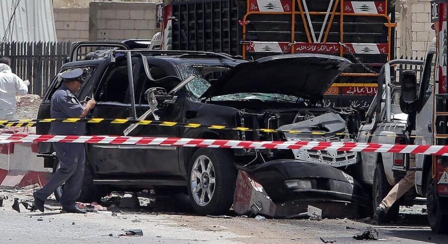 Så sent som fredag blev et millitært checkpoint på hovedvejen mellem Beirut i Libanon og Damaskus i Syrien ramt af et selvmordsbombeangreb.
