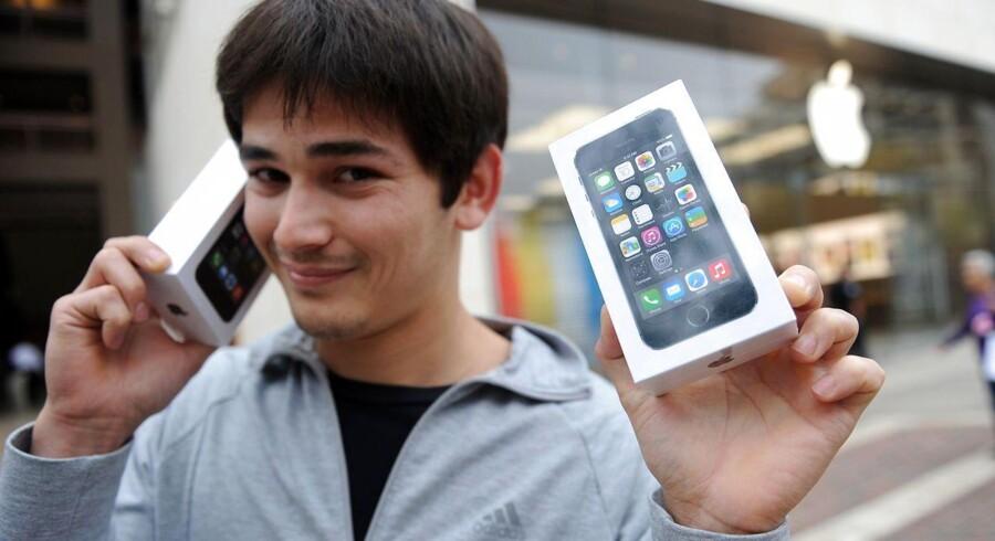 Tilskuddet til en ny iPhone 5s er så stort, at det bedst kan betale sig at købe den med abonnement.