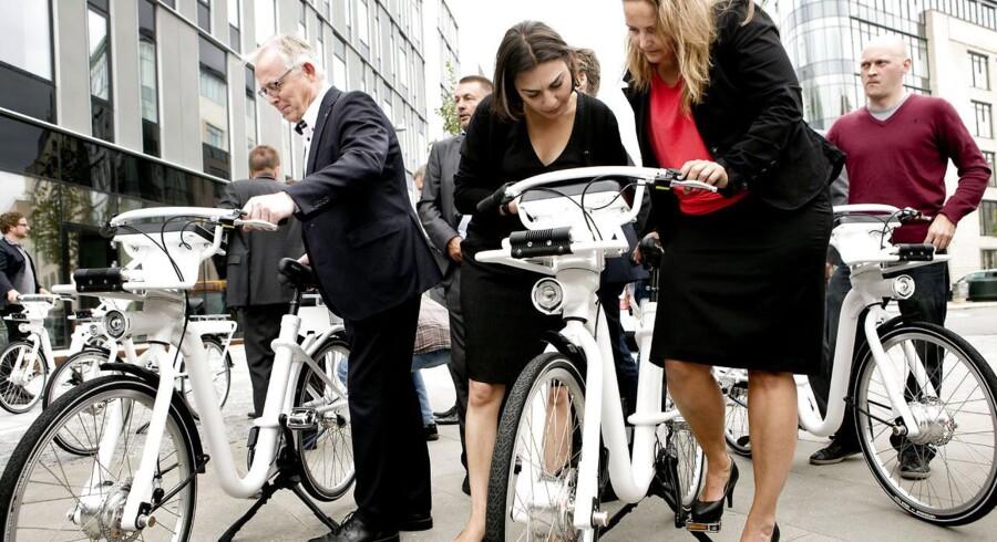 Her transportminister Pia Olsen Dyhr og teknik- og miljøborgmester i København, Ayfer Baykal. Til venstre ses Frederiksberg Kommunes borgmester, Jørgen Glenthøj.