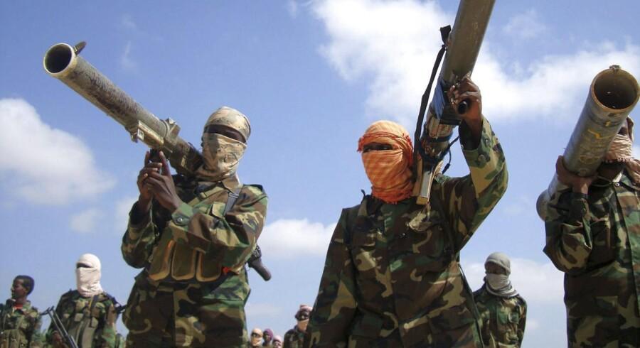 Medlemmer af al-Shabbab fotograferet i Somalias hovedstad Mogadishu i 2010. Selvom terrorgruppen er blevet svækket på grund af kampe mod de omkringliggende landes militær, er den stadig i stand til at udføre alvorlige terrorangreb.