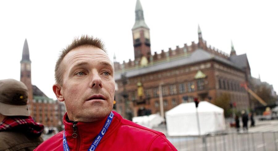 Lars Bonde, der her ses ved VM i landevejscykling i 2011, håber, at Tour de France kommer til Danmark, men DCUs sportschef vil gerne se det, før han tror det.