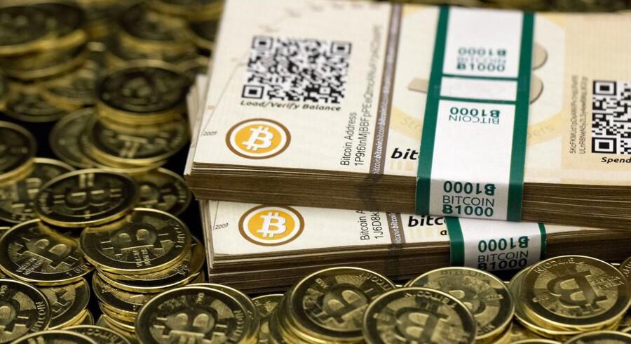 På en cigar-bar i det sydvestlige USA kan man nu veksle kontanter til bitcoins. Landets første bitcoin-automat er åbnet.