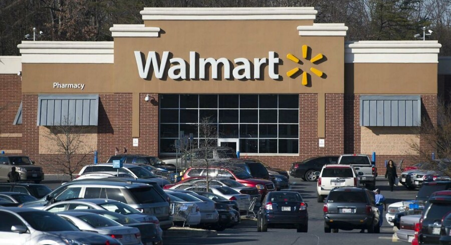 (FILES) In this December 311, 2015 file photo, a Walmart store is seen in Landover, Maryland. US retail behemoth Wal-Mart Stores reported on August 18, 2015 a dip in second-quarter profits due in part to the strong dollar and higher operating costs. AFP PHOTO / SAUL LOEB