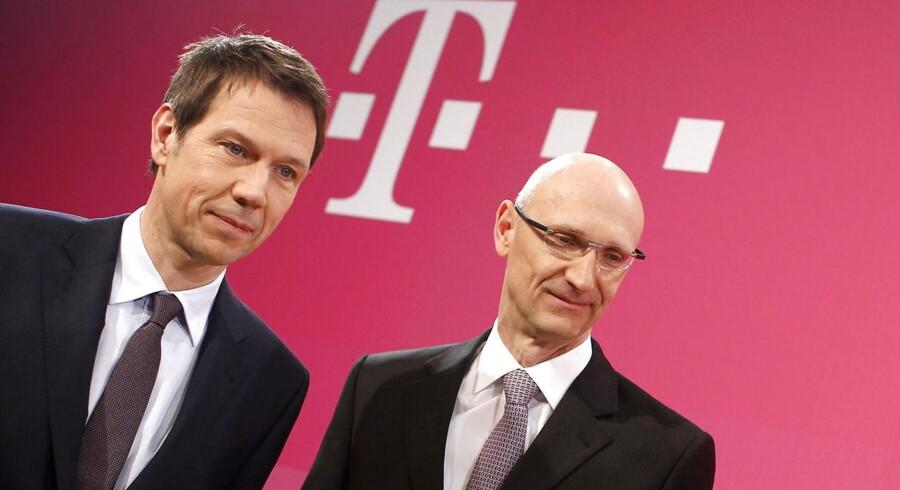 Deutsche Telekoms afgåede og nye topchef, til venstre René Obermann, til højre Timotheus Höttges, som tog over ved årsskiftet. Arkivfoto: Lisi Niesner, Reuters/Scanpix