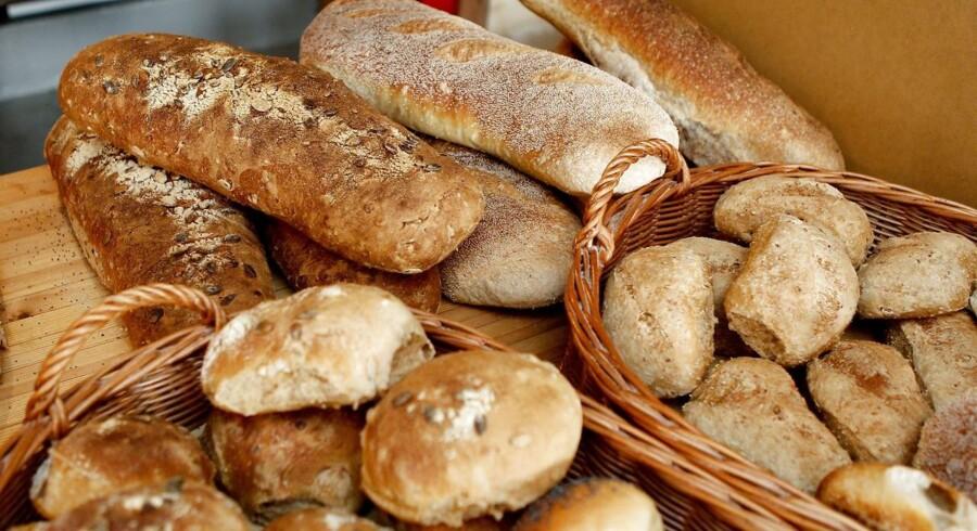 Aldrig har vi købt så mange kogebøger og opskrifter på brød og kager, og aldrig har vi bagt så lidt selv. Alligevel er bagerbranchen et godt eksempel på det udskilningsløb, der er i gang i detailhandelen i disse år.