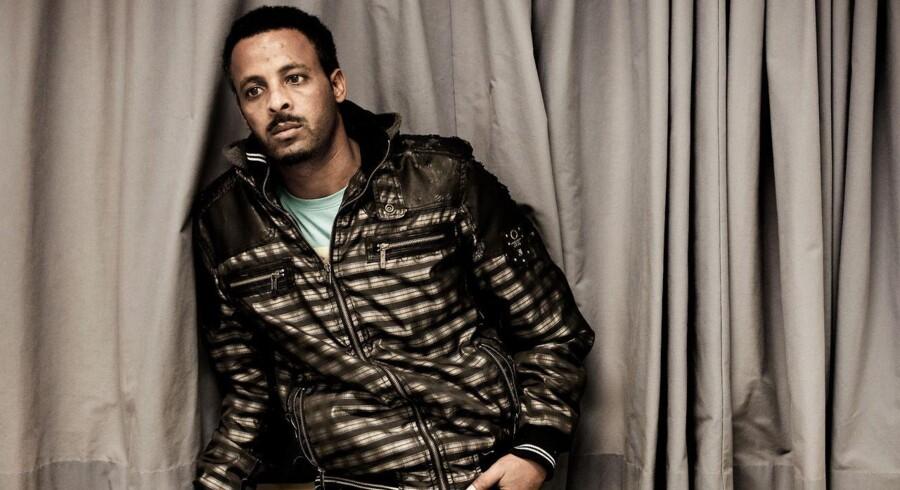 »Jeres myndigheder må have besøgt et andet land end Eritrea. Det er jo fuldstændigt forkert, at jeg kan vende sikkert hjem. Døden vil være den mildeste straf, jeg kan blive udsat for, hvis jeg bliver sendt tilbage,« siger 27-årige Melake Kidane, der flygtede fra fængslet i Eritrea efter at have været tilbageholdt uden retssag og dom i to år.