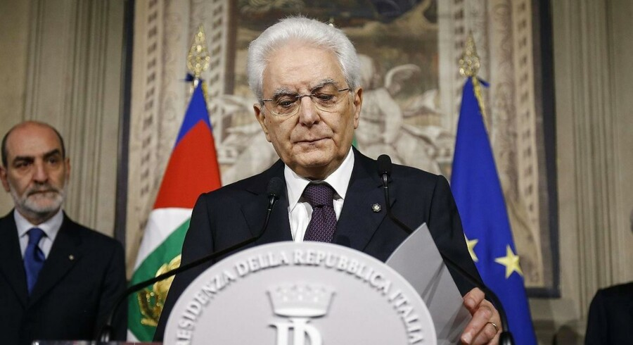 Præsident Sergio Mattarella overvejer tidligere IMF-chef som midlertidig regeringsleder efter kollaps søndag