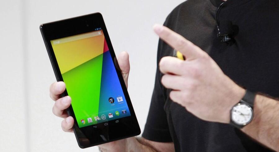 Googles egen Nexus 7 (her i den nyeste udgave) er sammen med tavle-PCer med styresystemet Android fra bl.a. Samsung, Asus og Acer blevet populære i Danmark. Foto: Beck Diefenbach, Reuters/Scanpix