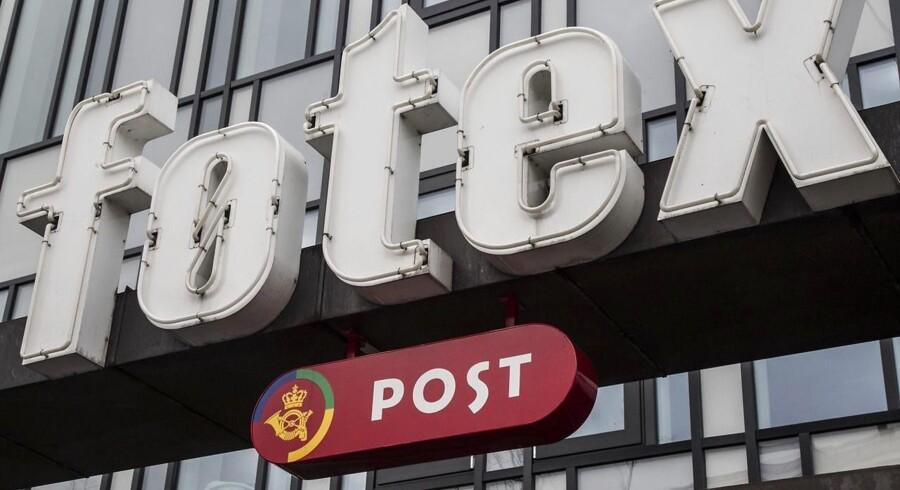 Onsdagens foto: Juletravlhed. Der er kun fem klassiske posthuse tilbage i Danmark. Detailhandlen er glad for postskrankerne i butikkerne.