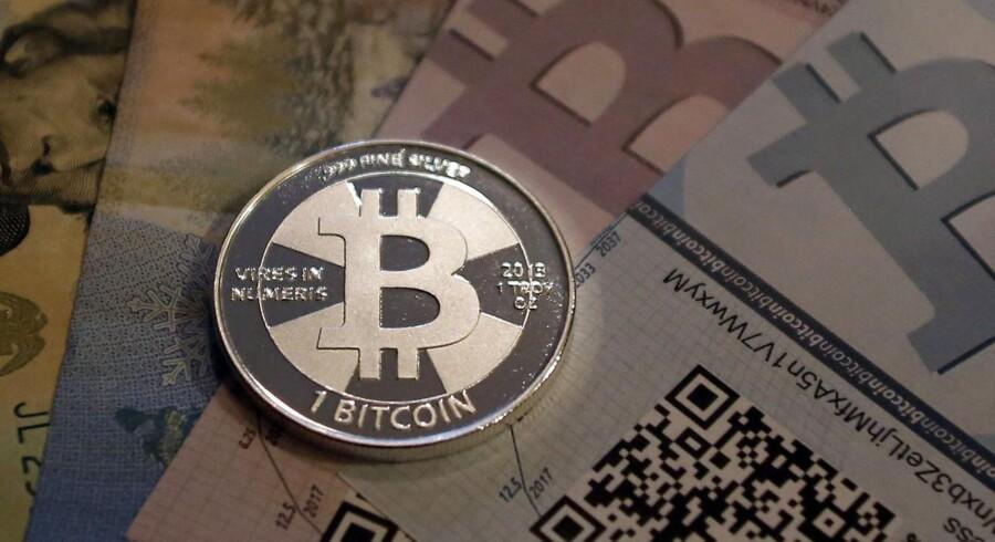 Den elektroniske valuta Bitcoin har fået voldsomme ridser i den virtuelle lak, efter at handelsplatformen Silk Road er blevet lukket af de amerikanske myndigheder.
