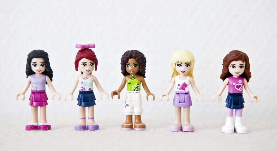 Legos nye univers 'Lego friends' har skabt stor debat rundt om i verden.