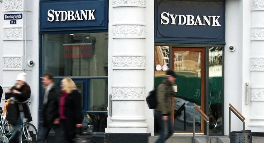 """Banken selv begrunder med en """"omlægning af aktieuniverset i Sydbanks aktieanalyse""""."""